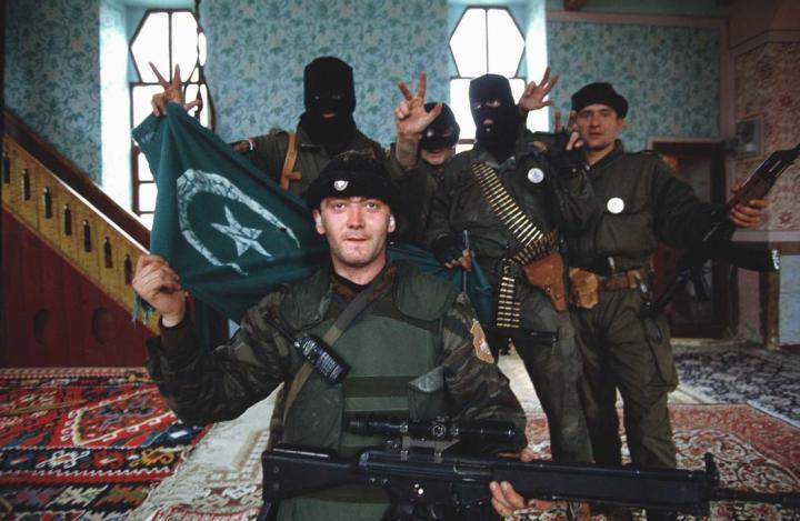 oldados de las Fuerzas Armadas de Bosnia y Herzegovina entre los que se encuentran milicianos de Juka.